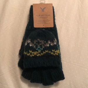 NWT Green Flip Mittens / Gloves by American Eagle